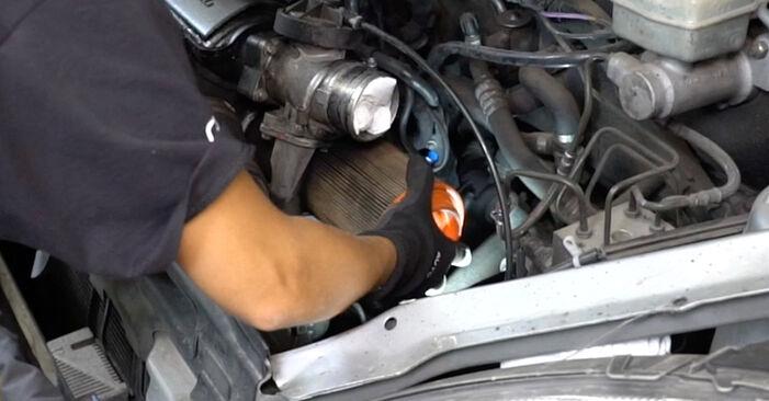 MERCEDES-BENZ A-CLASS A 190 Twin Engine Luftfilter ausbauen: Anweisungen und Video-Tutorials online