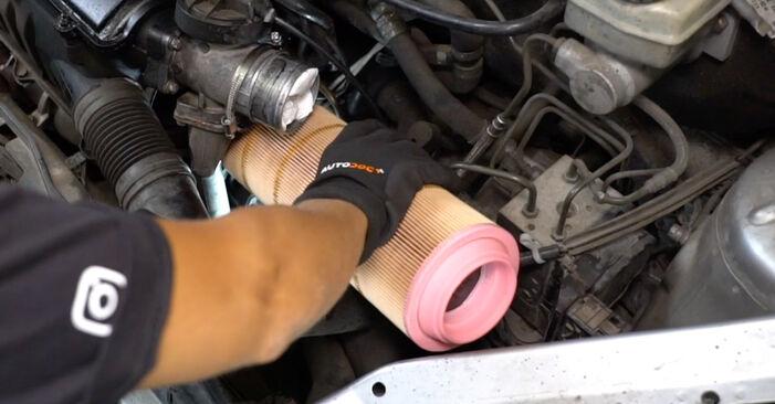 Austauschen Anleitung Luftfilter am Mercedes W168 1999 A 140 1.4 (168.031, 168.131) selbst