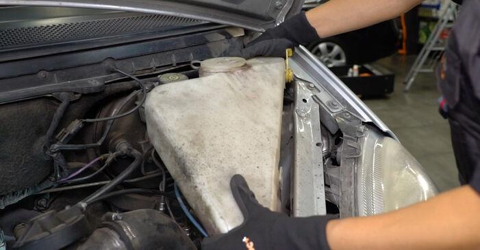 Luftfilter Mercedes W168 A 160 1.6 (168.033, 168.133) 1999 wechseln: Kostenlose Reparaturhandbücher