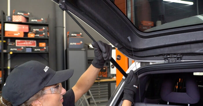 A-Class (W168) A 190 1.9 (168.032, 168.132) 2000 Tailgate Struts DIY replacement workshop manual