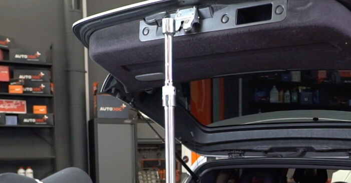 Step-by-step recommendations for DIY replacement Mercedes W168 2002 A 190 1.9 (168.032, 168.132) Tailgate Struts