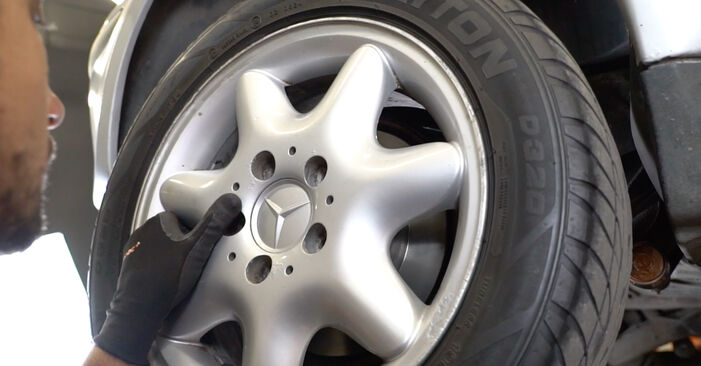 Mercedes W168 2002 A 190 1.9 (168.032, 168.132) Lengéscsillapító csináld magad csere - javaslatok lépésről lépésre
