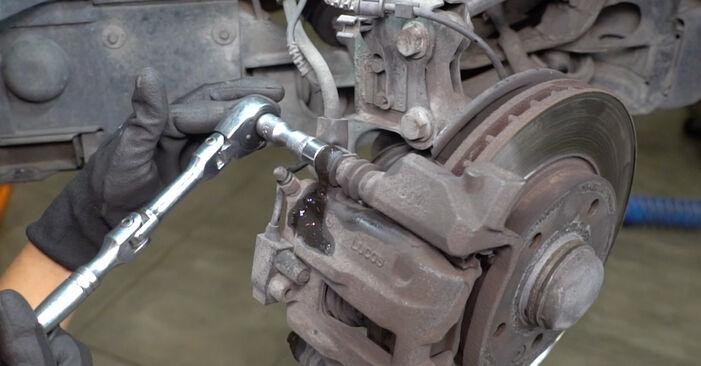 Bremsbeläge Ihres Mercedes W168 A 160 CDI 1.7 (168.007) 1997 selbst Wechsel - Gratis Tutorial