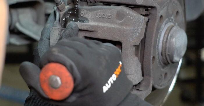 MERCEDES-BENZ A-CLASS A 190 Twin Engine Bremsbeläge ausbauen: Anweisungen und Video-Tutorials online