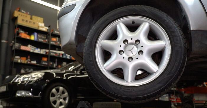 Mercedes W168 A 170 CDI 1.7 (168.009, 168.109) 1999 Stabdžių Kaladėlės keitimas: nemokamos remonto instrukcijos