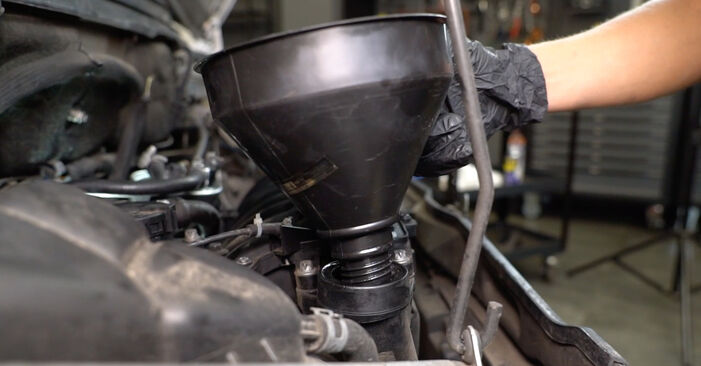 MERCEDES-BENZ A-CLASS A 160 CDI 1.7 (168.007) Oil Filter replacement: online guides and video tutorials