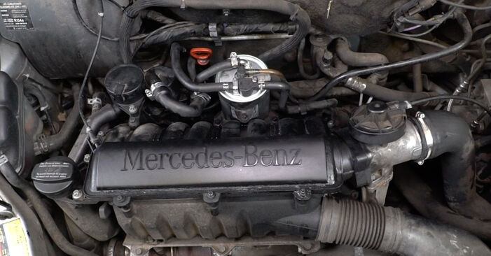 Step-by-step recommendations for DIY replacement Mercedes W168 2002 A 190 1.9 (168.032, 168.132) Oil Filter