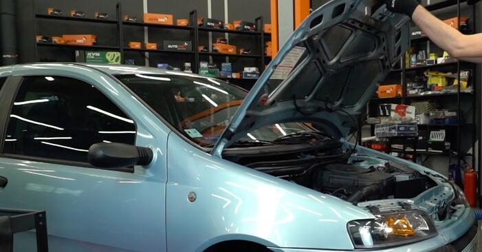 Wie Ölfilter Fiat Punto 188 1.2 60 1999 tauschen - Kostenlose PDF- und Videoanleitungen
