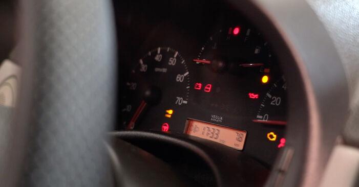 Ölfilter Ihres Fiat Punto 188 1.9 DS 60 2007 selbst Wechsel - Gratis Tutorial