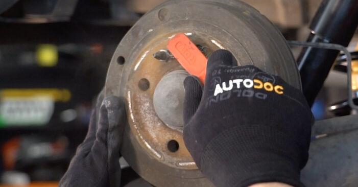 Come sostituire Ammortizzatori su FIAT PUNTO (188) 2004: scarica manuali PDF e istruzioni video
