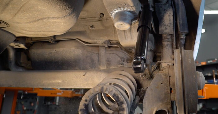 How to change Springs on FIAT PUNTO (188) 2011 - tips and tricks