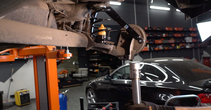 Changing Springs on FIAT PUNTO (188) 1.9 JTD 80 2002 by yourself