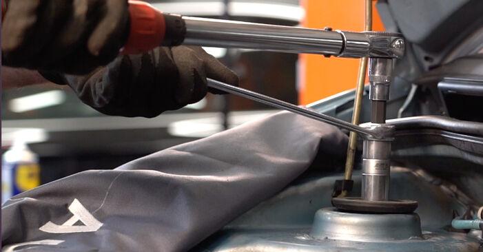 Stoßdämpfer am FIAT PUNTO (188) 1.2 Natural Power 2004 wechseln – Laden Sie sich PDF-Handbücher und Videoanleitungen herunter