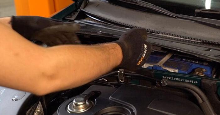 Wechseln Innenraumfilter am VW PASSAT Variant (3B6) 2.0 1999 selber