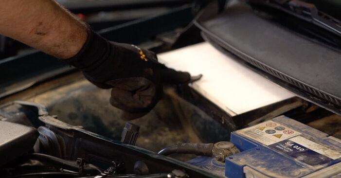Innenraumfilter beim VW PASSAT 2.5 TDI 4motion 1997 selber erneuern - DIY-Manual