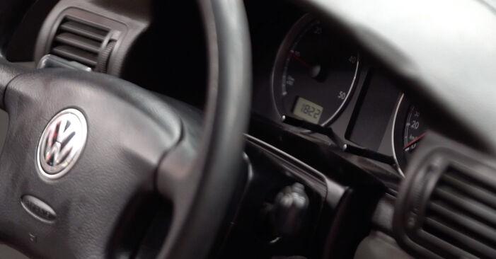 Как да демонтираме VW PASSAT 1.6 2000 Горивен филтър - онлайн лесни за следване инструкции