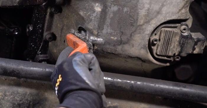 Tausch Tutorial Ölfilter am VW PASSAT Variant (3B6) 1996 wechselt - Tipps und Tricks