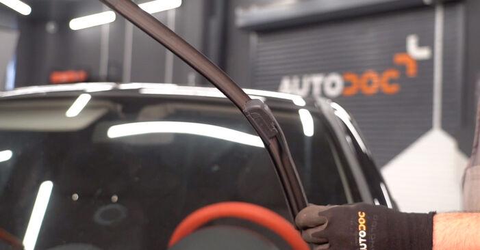 Cum să înlocuiți OPEL Corsa C Hatchback (X01) 1.2 (F08, F68) 2001 Lamela stergator – manualele pas cu pas și ghidurile video