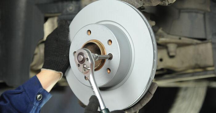 BMW E90 320i 2.0 2008 Stabdžių diskas keitimas: nemokamos remonto instrukcijos