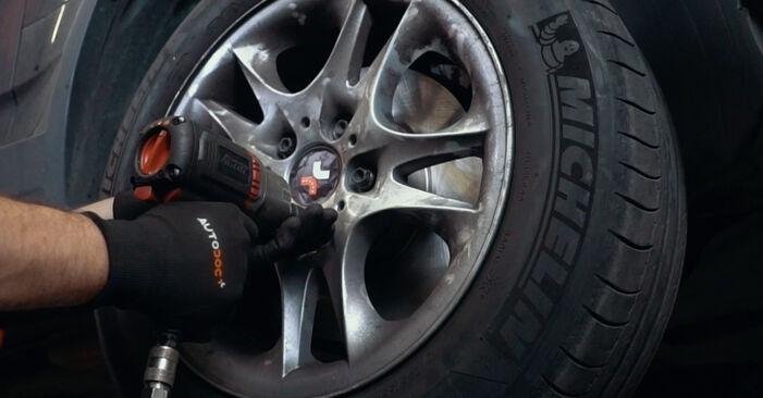 Domlager Ihres BMW X3 E83 2.0 d 2011 selbst Wechsel - Gratis Tutorial