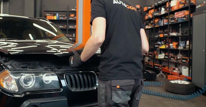 Zweckdienliche Tipps zum Austausch von Domlager beim BMW X3 (E83) xDrive20d 2.0 2008