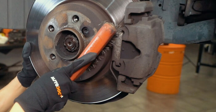 How hard is it to do yourself: Control Arm replacement on BMW X3 E83 2.0 i 2009 - download illustrated guide