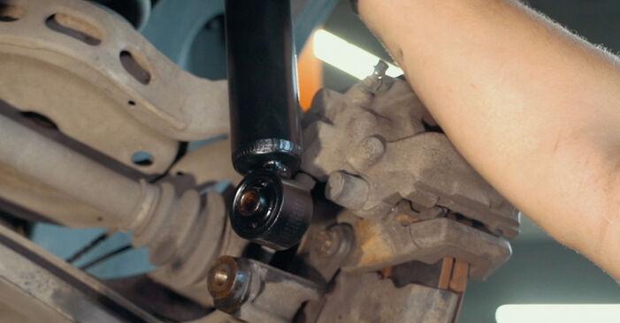 BMW X3 3.0 d Domlager ausbauen: Anweisungen und Video-Tutorials online