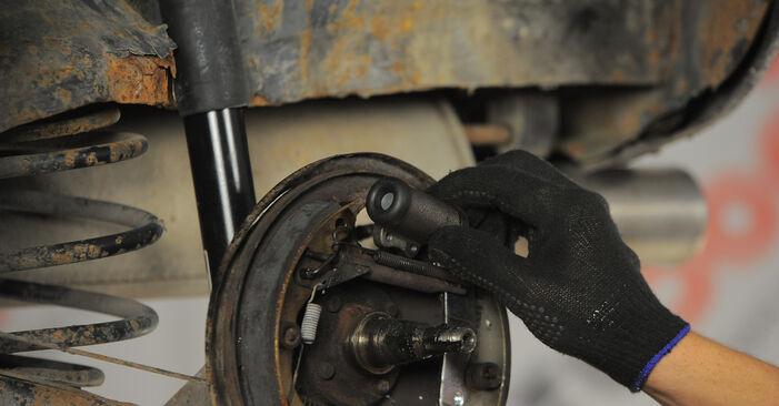 Tausch Tutorial Radbremszylinder am OPEL Corsa B Schrägheck (S93) 1995 wechselt - Tipps und Tricks