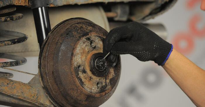 Как се сменя Колесен цилиндър на OPEL Corsa B Хечбек (S93) 1.2 i (X 12 SZ, C 12 NZ) 1996 самостоятелно
