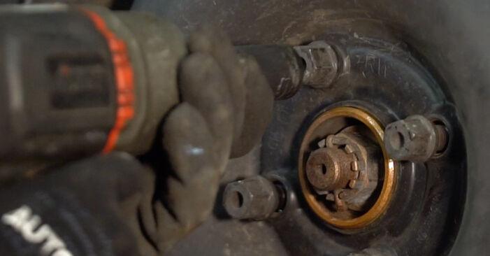 Radbremszylinder beim OPEL CORSA 1.5 D (F08, F68, M68) 2000 selber erneuern - DIY-Manual