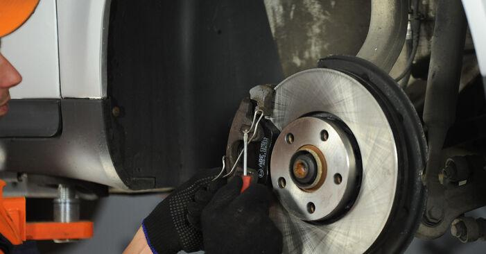 Bremssattel am AUDI A4 Limousine (8E2, B6) 1.9 TDI quattro 2000 wechseln – Laden Sie sich PDF-Handbücher und Videoanleitungen herunter