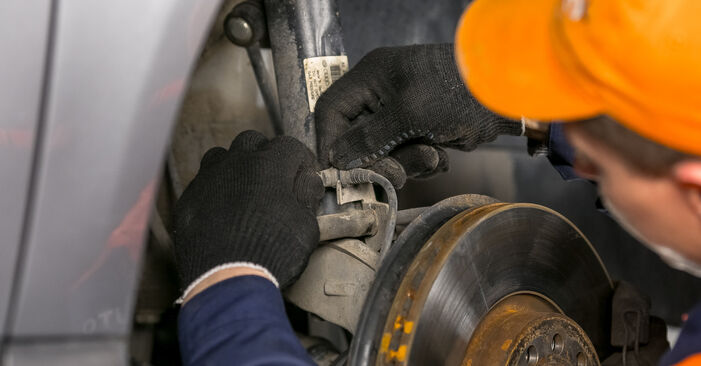Jak odstranit VW PASSAT 2.0 TDI 4motion 2009 Uložení Tlumičů - online jednoduché instrukce