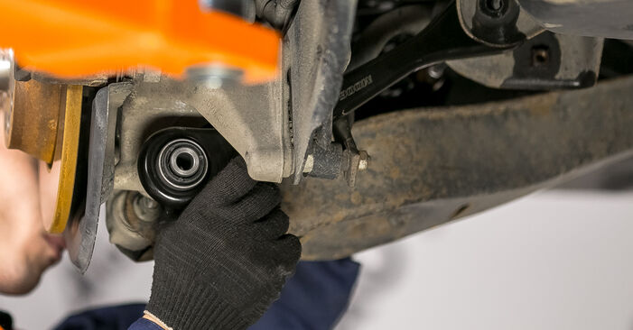Remplacer Bras de Suspension sur Passat B6 2009 2.0 TDI par vous-même