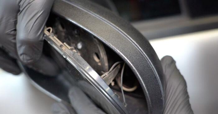 Ako vymeniť Sklo Spätného Zrkadla na Mercedes W168 1997 – bezplatné PDF a video návody.