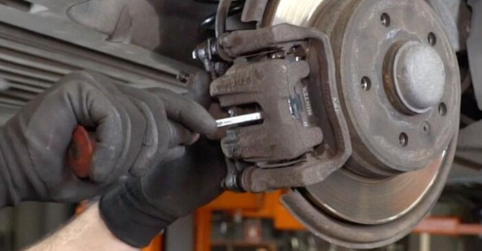 Wie schwer ist es, selbst zu reparieren: Radlager Mercedes W168 A 160 CDI 1.7 (168.006) 2003 Tausch - Downloaden Sie sich illustrierte Anleitungen