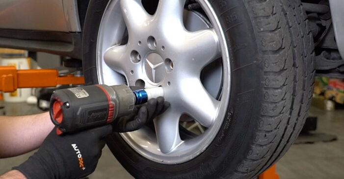 Wie problematisch ist es, selber zu reparieren: Federn beim Mercedes W168 A 160 CDI 1.7 (168.006) 2003 auswechseln – Downloaden Sie sich bebilderte Tutorials