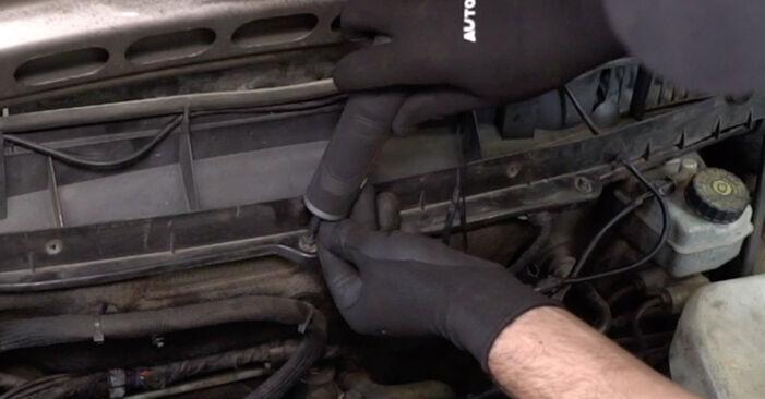 Wie Innenraumfilter Mercedes W168 A 140 1.4 (168.031, 168.131) 1997 tauschen - Kostenlose PDF- und Videoanleitungen
