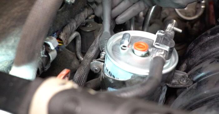 Classe A (W168) A 190 1.9 (168.032, 168.132) 2000 Filtro de Combustível manual de substituição de oficina por si mesmo