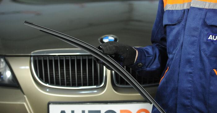 Kaip pakeisti Valytuvo gumelė la BMW E90 2004 - nemokamos PDF ir vaizdo pamokos