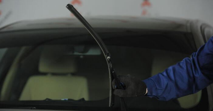 Kaip pakeisti BMW 3 Sedanas (E90) 320d 2.0 2005 Valytuvo gumelė - išsamios instrukcijos ir vaizdo pamokos