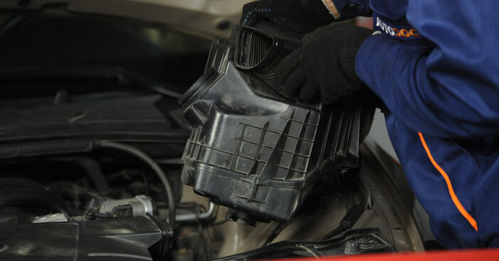 Zweckdienliche Tipps zum Austausch von Luftfilter beim BMW 3 Limousine (E90) 318d 2.0 2008