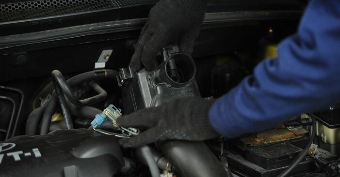 Wie lange benötigt das Auswechseln der Teile: Luftfilter beim Toyota Yaris p1 2000 - Detailliertes PDF-Tutorial