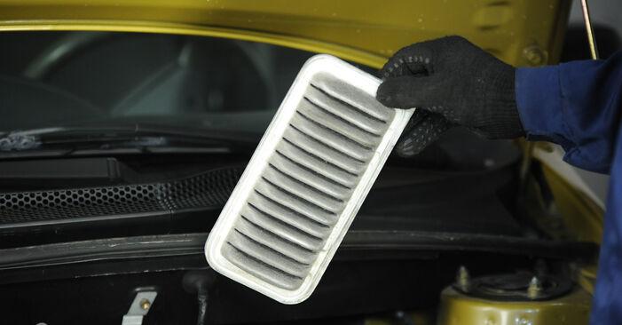 Wie problematisch ist es, selber zu reparieren: Luftfilter beim Toyota Yaris p1 1.0 (SCP10_) 2005 auswechseln – Downloaden Sie sich bebilderte Tutorials