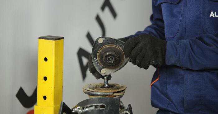 Stap voor stap tips om Toyota Yaris p1 2005 1.5 (NCP13_) Veerpootlager zelf te wisselen