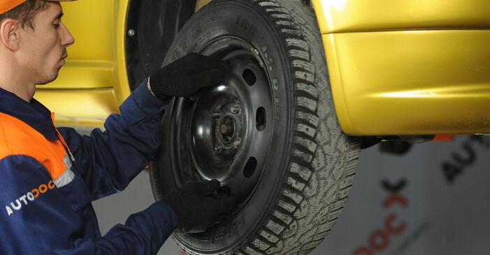 Toyota Yaris p1 1.4 D-4D (NLP10_) 2001 Veerpootlager remplaceren: kosteloze garagehandleidingen