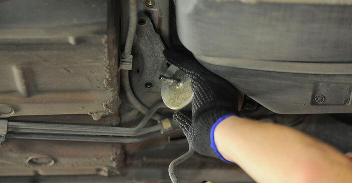 Austauschen Anleitung Kraftstofffilter am Ford Mondeo bwy 2002 2.0 16V selbst