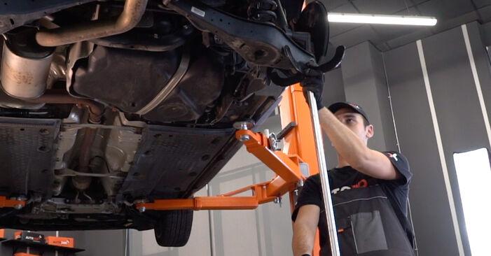 Comment changer Bras de Suspension sur VW GOLF VI (5K1) 2008 - trucs et astuces