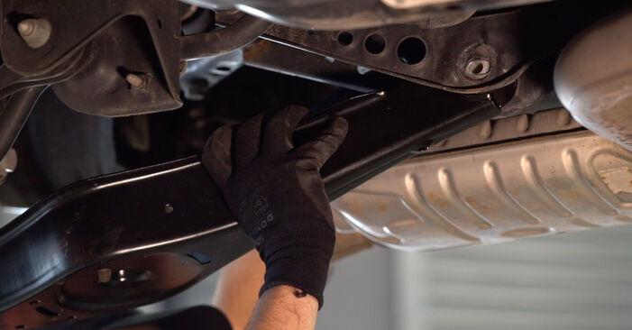 Comment remplacer VW GOLF VI (5K1) 1.6 TDI 2009 Bras de Suspension - manuels pas à pas et guides vidéo