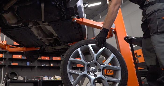 Remplacer Bras de Suspension sur VW Golf VI 2012 1.6 TDI par vous-même