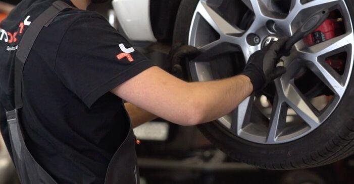 Changer Bras de Suspension sur VW GOLF VI (5K1) 2.0 GTi 2011 par vous-même